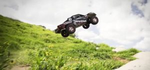 Traxxas-Slash-4x4-Dirt-Jumping-640x300